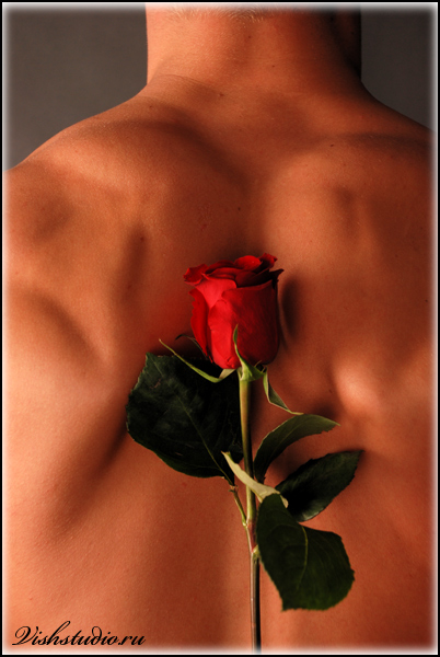 Фото голого мужчины с цветами 93398 фотография