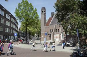 137463c741e Kees Fens (18 oktober 1929 - 14 juni 2008) De Chassékerk en de Chasséstraat  in Amsterdam. Kees Fens groeide op in deze straat.