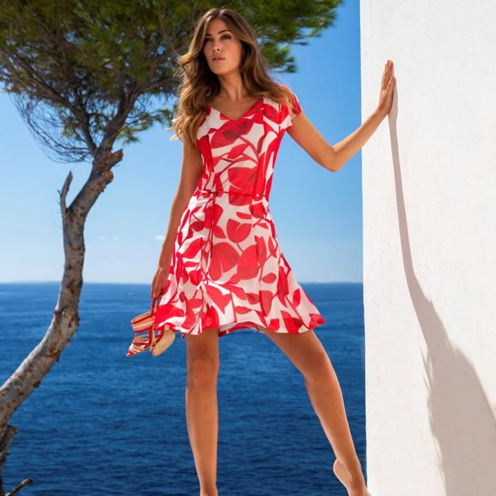 68a70390dfe083 Wapperende lange rokken en comfortabele jurken in lichte materialen - het  thema Red Nomad weerspiegelt als geen ander de eigenschappen van de Marie  Méro ...